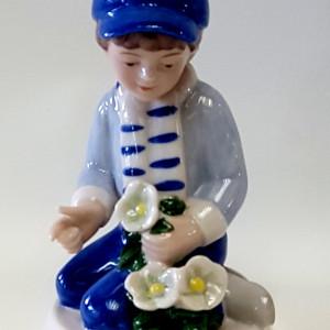 royal copenhagen, porcellana plasmata e dipinta a mano