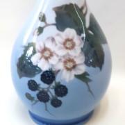 royal copenhagen, porcellana dipinta a mano