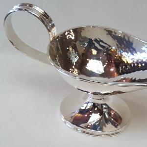 Salsiera in argento 800, martellata a mano