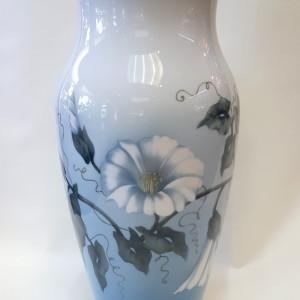 vaso con campanule, royal copenhagen , porcellana dipinta a mano