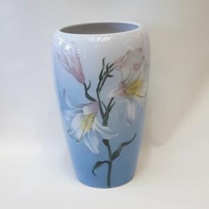 Vaso con gigli, royal copenhagen , porcellana dipinta a mano
