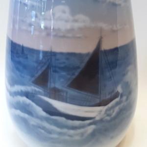 Vaso royal copenhagen , porcellana dipinta a mano
