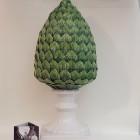 Pigna foglie verdi base bianca