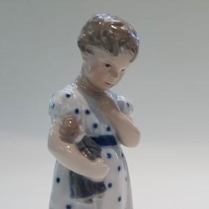 Mary con la bambola