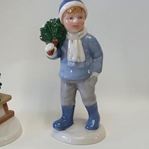 Peter con albero di Natale